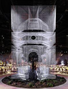 Galería de Instalación de malla de alambre recrea fragmentos arquitectónicos a escala 1:1 - 16