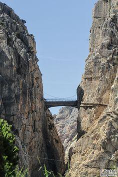 2015 vuelta-a-espana photos stage-02 - Near the finish, the Caminito del Rey footbridge and path
