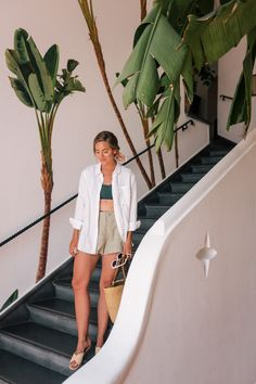 Linen Pieces For An Easy Summer Look – Gal Meets Glam – european travel outfit summer Summer Fashion Outfits, Spring Summer Fashion, Trendy Outfits, Easy Outfits, Outfit Strand, Beach Ootd, Gal Meets Glam, Vacation Outfits, Cancun Outfits