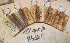 Llaveros de madera pirograbados, 100% personalizados. Contacta con nosotros para obtener toda la información necesaria.