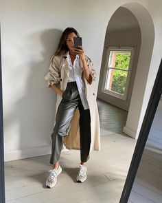 Follow our Pinterest Zaza_muse for more similar pictures :) Instagram: @zaza.muse | Nyc Fashion, Denim Fashion, Fall Winter Outfits, Spring Outfits, Zara Outfit, Going Out Outfits, Celebrity Outfits, Parisian Style, Affordable Fashion
