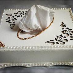 Porta lenço com pérolas dourada!!! #portalenco #perolas #decoracao #casamento #noivado #caixaorganizadora #caixaemperolas #detalhesquefazemadiferença #caixadecorada #caixa #homedecor #decor #coisasdemulher #coisasdecasa