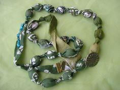 Textilný náhrdelník