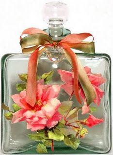 Os frascos de perfume também decoram