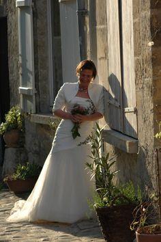#photomariée #chantilly #mariée #forêtdechantilly #chateaudechantilly #vieilleville #ruepavée #romantique #mariage #amour #delaolivapolyne