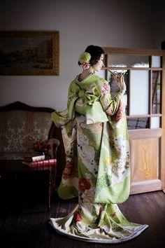 くくる(CUCURU) ヒワ色道長花彩宴 Japanese Wedding Kimono, Japanese Kimono, Kimono Design, Japanese Costume, Kimono Pattern, Japanese Geisha, Kimono Fabric, Japanese Outfits, Yukata