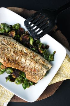 This simple parmesan herb-crusted fish by Dietitian Debbie Dishes takes six ingredients and transforms it into a nutritious main dish. Serve this lean fish with some sauteed vegetables (may we sugg...