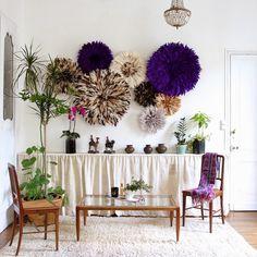 décoration DIY murale en couronnes de plumes multicolores