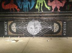 Le Monkey Bird Crew vient rendre aux murs anonymes des métropoles les spectres d'une nature animale. Rencontre entre la culture street art et le dessin traditionnel, il délivre une œuvre hybride mais définitivement contemporaine.