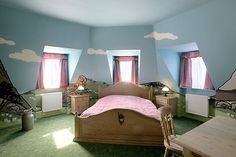 Hotel Fox room #506 by Benjamin Gudel