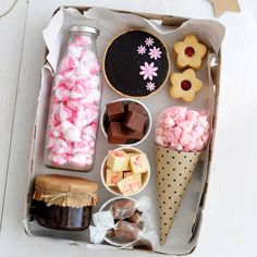 Ideas For Birthday Box Theme Diy Gift Baskets, Gift Hampers, Birthday Box, Birthday Gifts, Homemade Gifts, Diy Gifts, Sweet Box, Diy Gift Box, Edible Gifts