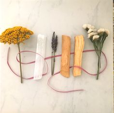 cabine's clarity smudge bundle contains a selenite crystal wand, sprig of yarrow, marsh-rosemary, lavender and 2 palo santo sticks wrapped with a silk ribbon. Creative Gift Wrapping, Creative Gifts, Sage Smudging, Smudging Prayer, Diy And Crafts, Paper Crafts, Smudge Sticks, Diy Birthday, Dried Flowers