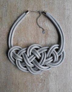 Ezüst, magasfényű Krisztina Lango csomós nyaklánc.http://krisztinalango.hu/?product_cat=mens-clothing #rope #necklace #knotted #jewel #krisztinalango #lango