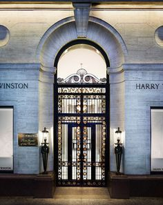 Since Harry Winston has transformed diamonds into art and revolutionized modern jewelry and watch design. Visit the official Harry Winston website. Neoclassical Architecture, Gothic Architecture, Beautiful Architecture, Architecture Design, Ancient Architecture, Harry Winston, Nyc, Le Croissant, Decoration Vitrine