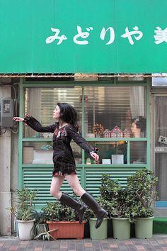 Levitating Self-Portraits by Natsumi Hayashi   via Abduzeedo