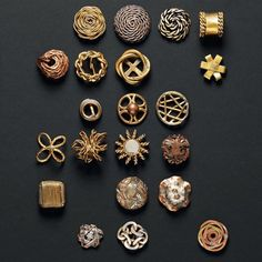Metal buttons from the 1940s