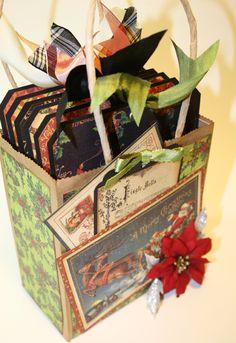 Mini Album in a bag? Cute idea to give a minialbum as a gift. Mini Scrapbook Albums, Scrapbook Paper Crafts, Papel Scrapbook, Christmas Albums, Christmas Tag, Graphic 45, Mini Albums, Paper Bag Album, Foto Fun