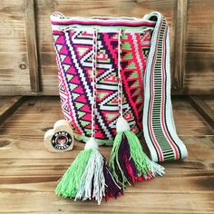 Bag by Olivia from Paraguaipoa # ❤️ … – Hot Models Tapestry Bag, Knit Crochet, Crochet Bags, Hottest Models, Ethical Fashion, Bag Making, Throw Pillows, Blanket, Knitting
