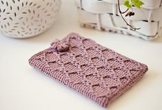 Ravelry: Kindle Cover by Mon Petit Violon.  Free crochet pattern!  I think I would make it bigger and use it for my laptop instead.