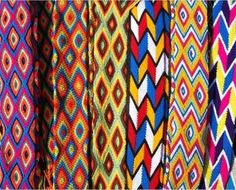 Mochilas WAYUU Finger Weaving, Boho Bags, Tapestry Crochet, Band, Needlework, Friendship, Art Pieces, Projects To Try, Textiles