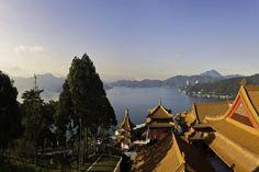 Taiwan Rundreisen - Jetzt Urlaub buchen!  Tai Pan Taiwan, Strand, Hong Kong, Mount Everest, Opera House, Tours, Cabin, Mountains, House Styles