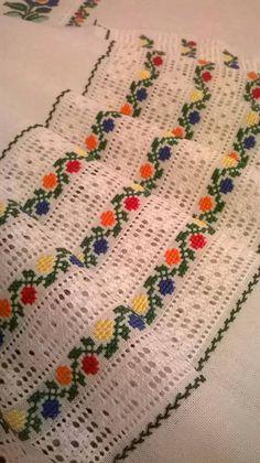 Світлина від Лариси Кузьменко. Cross Stitch Geometric, Cross Stitch Borders, Cross Stitch Patterns, Hardanger Embroidery, Diy Embroidery, Embroidery Designs, Dish Towel Embroidery, Feather Stitch, Palestinian Embroidery
