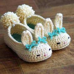 zapatitos tejidos para bebes en forma de conejos