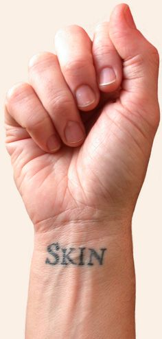 A story told through single words tattooed on thousands of different people. Shelley Jackson's Skin project : a story published exclusively in tattoos, one word each on as many willing volunteers, so it can never be read in its proper order, but just exists, out in the world at all times. (click the picture to learn more)