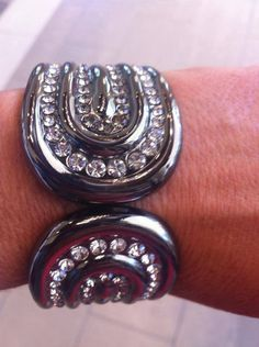 Nothing like bling-bling to make Christmas bells ring!  This LIMITED EDITION Dazzle bracelet is available now while supplies last. Bedazzled by Deb & Premier Designs Jewelry  724-612-3557 or bedazzledbydeb@comcast.net  (photo credit:  lajaunaservingu)