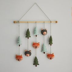Felt Wall Hanging for Kids, Woodland Animals Christmas Crafts For Gifts, Craft Gifts, Felt Wall Hanging, Wall Hanging Storage, Felt Tree, Felt Baby, Baby Mobile Felt, Felt Garland, Hanging Mobile