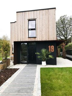 Fargepalett til nytt hus med Jotun Lady 2019 – Studio Lindhjem I Love House, House Colors, Garage Doors, Planters, Shed, New Homes, Outdoor Structures, Studio, Outdoor Decor