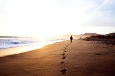 57.1K vind-ik-leuks, 211 reacties - Nathaniel Buzolic (@natebuzz) op Instagram: 'To walk alone the shore line, to move towards the light. #buzolicphoto'
