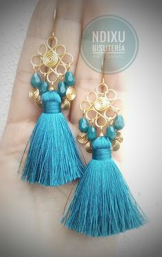 Búscanos en facebook cómo @NdixuMorelia Tassel Jewelry, Jewelry Art, Tassel Necklace, Beaded Jewelry, Wire Earrings, Earrings Handmade, Handmade Jewelry, Viking Knit, Gifts For Mom