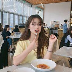 Ulzzang Fashion, Korean Fashion, Pretty Korean Girls, Home Studio Photography, Lee Sung Kyung, Uzzlang Girl, Insta Photo Ideas, Ulzzang Boy, Pretty Face