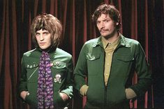 Noel Fielding as Vince Noir and Julian Barret as Howard Moon in The Mighty Boosh. Julian Barratt, Noel Fielding, Comedy Duos, Comedy Tv, Dave Brown, Prince Girl, English Comedians, Film Poster Design, The Mighty Boosh