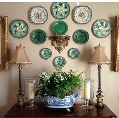 Home Decoration Living Room Eye For Design: Decorating With Wall Sconce Shelves.Home Decoration Living Room Eye For Design: Decorating With Wall Sconce Shelves Plate Wall Decor, Plates On Wall, Decorating Tips, Interior Decorating, Interior Design, Interior Colors, Interior Photo, Deco Rose, Hanging Plates