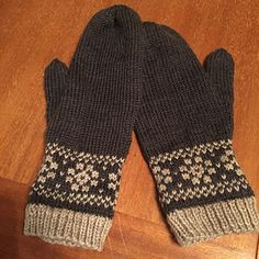 Snø votter is Norwegian for snow mittens, which is exactly what these are. What's better than nice wool mittens to keep your hands warm on a snow day? Nice wool mittens with a classic Nordic snowflakes decorating the wrists! I hope you enjoy making these as much as I did, and I wish you (or whoever they're for) many days and nights of toasty hands. Free Ravelry pattern.
