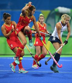 Britain's Sophie Bray vies with Spain's Maria Lopez during the women's quarterfinal field hockey Britain vs Spain match of the Rio 2016 Olympics...FINAL SCORE 3 - 1 to GB