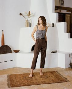 They feature a waistband, belt loops, cuffs, pockets and fly front. Patterned Pants Outfit, Brown Pants Outfit, Linen Pants Outfit, Casual Work Outfits, Work Casual, Wool Pants, Pants Pattern, Fashion Fall, Fashion Outfits