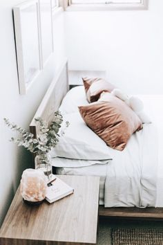 If you're looking for tips to get more sleep, we've got 11 Feng Shui bedroom layout ideas for your home. Bed placement, colours, decoration and the overall floor plan layout are important in learning how to add more chi and more zzzz's Feng Shui Bedroom Layout, Bedroom Layouts, Bedroom Lamps, Bedroom Decor, Master Bedroom, Bedroom Interiors, Dream Bedroom, White Himalayan Salt Lamp, Salt Rock Lamp