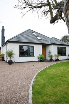 Real home: bungalow transformation is a family affair Modern Bungalow Exterior, Modern Bungalow House, Bungalow Designs, Bungalow Ideas, Bungalow Kitchen, Craftsman Kitchen, Bungalow Extensions, House Extensions, Garden Ideas Driveway