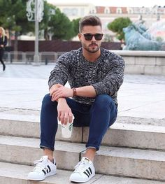 Keep it simple! Enjoy your evening guys! #easy #look #sweater #beard #coffee #mensfashion @mensfashions