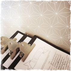 L'atelier de Gris Souris, décoration d'intérieur | Rangement de fin de journée | www.grissouris.ch | © virginie confino - all rights reserved. no reproduction allowed | (porte-documents, newsletter, papier peint)