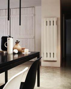 TUBES - Podobně jako v antickém Řecku byla agora nejvýznamnějším centrem dění, tak dnes se stává středem domu, v jehož blízkosti se lidé setkávají a užívají si pravé teplo domova. Modularita a trojrozměrná plasticita forem jsou hlavní rysy tohoto avantgardního radiátoru AGORA. Design: Nicola de Ponti