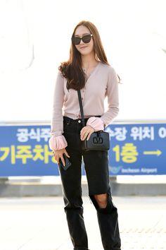Jessica Jung's Casual and Stylish Travel Look Jessica Jung Fashion, Jessica Jung Style, Snsd Airport Fashion, Pretty Korean Girls, Korean Celebrities, Star Fashion, Women's Fashion, Airport Style, Girls Generation