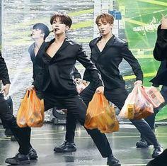 Woozi, Wonwoo, K Pop, Foto Meme, Seventeen Memes, Pledis 17, Kpop Guys, Bts Korea, Team Leader