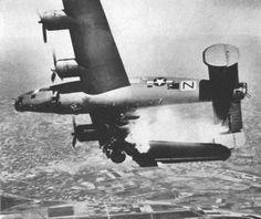 La Luftwaffe fue desde sus comienzos un arma ofensiva, y los alemanes no habían previsto la necesidad de una fuerza defensiva para proteger su espacio aéreo. Http://k15.kn3.net/taringa/8/5/1/6/2/7/8/antares567/5E9.jpg?6332. En los inicios de la...