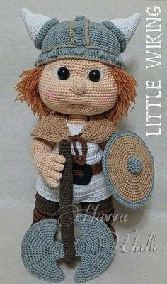 Amigurumi Pattern Havva Designs Tommy with viking costume Amigurumi Muster Havva entwirft Tommy mit Wikinger Kostüm Love Crochet, Diy Crochet, Crochet Crafts, Yarn Crafts, Crochet Projects, Crochet Doll Clothes, Knitted Dolls, Crochet Dolls, Crochet Patterns Amigurumi