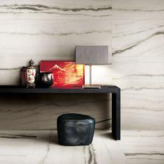 Êtes-vous fans de céramique imitation marbre ?   .  Are you a fan of marble-effect ceramics? Projects To Try, Fans, Furniture, Home Decor, Roof Tiles, Marble, Decoration Home, Room Decor, Home Furniture