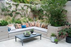 Outdoor furniture ideas for small spaces diy wood garden seating to sit back and relax on this summer decorating engaging contemporary patio Backyard Seating, Outdoor Seating Areas, Outdoor Spaces, Outdoor Living, Cozy Backyard, Outdoor Benches, Rustic Outdoor, Corner Seating, Built In Seating
